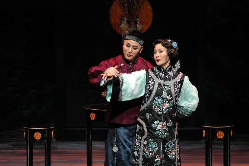 魏海敏、唐文華演活了曹七巧與姜季澤。(國光劇團提供)