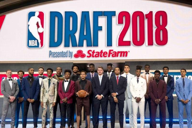 2018 NBA 選秀這張合照,在今年SBL選秀會上,我們看見年輕球員開始包裝自己。(美聯社)