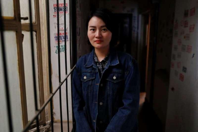 被拘留維權律師王全璋的妻子李文足在北京。(美國之音)