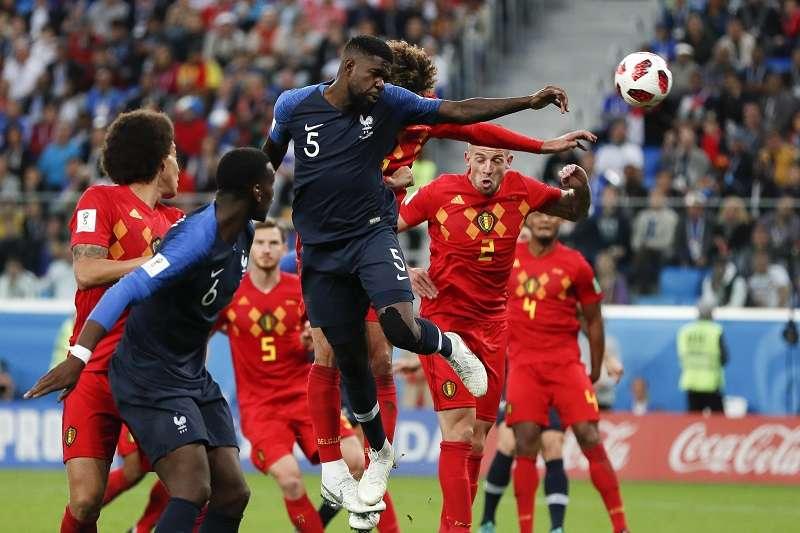 法國靠著烏迪迪(中)的關鍵頭錘破門,以1比0擊敗比利時。 (美聯社)