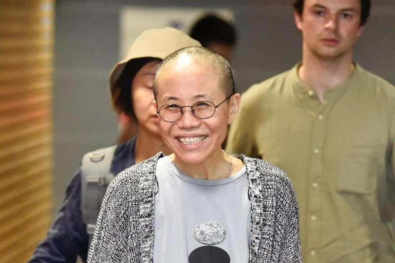 恭喜劉霞重獲自由。劉霞10日下午一度出現在芬蘭的赫爾辛基機場。(美聯社)