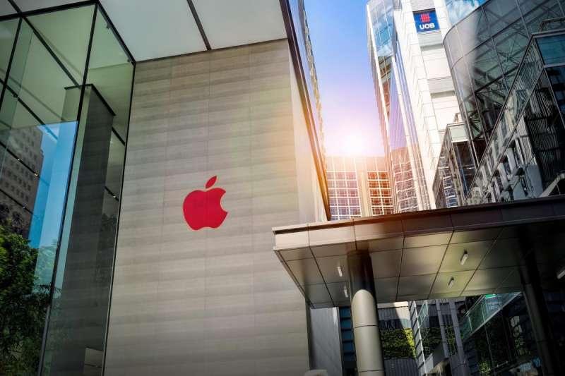 一名蘋果(Apple)前員工在離職前,竊取了內部關於無人車技術的機密文件,在試圖帶著這些資料投奔中國小鵬汽車之際,被FBI在機場攔下,並以涉嫌竊取商業機密將他起訴。(圖/ shutterstock,數位時代提供)
