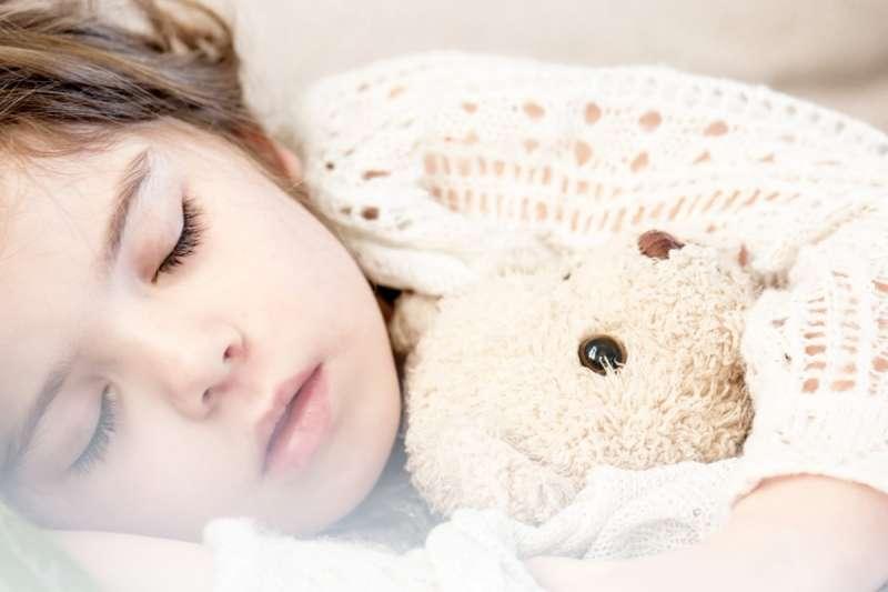"""「哄小孩入睡」說成 """"put my son to sleep."""",這句話哪裡錯了? 這篇幫你揪語病,小心別犯了恐怖錯誤而不自知!(圖/取自pxhere)"""