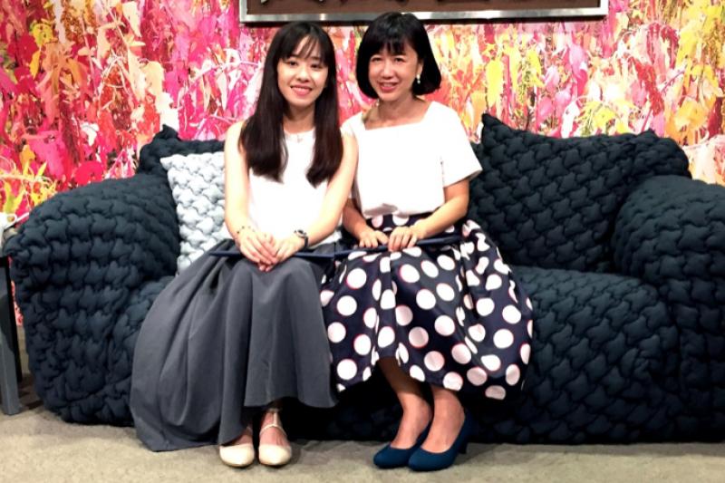 知名暢銷小說家晨羽(左)與劇作家劉中薇(右)以「只想說個好故事」為題,與現場觀眾分享創作的心路歷程(圖/城邦原創提供)