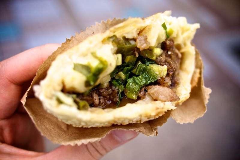胡椒餅、蚵仔麵線、藥燉排骨的英文怎麼說?快看這篇「台灣小吃英文」總整理,想和老外介紹台灣美食,卻講不出來太可惜!(圖/Sora@flickr)