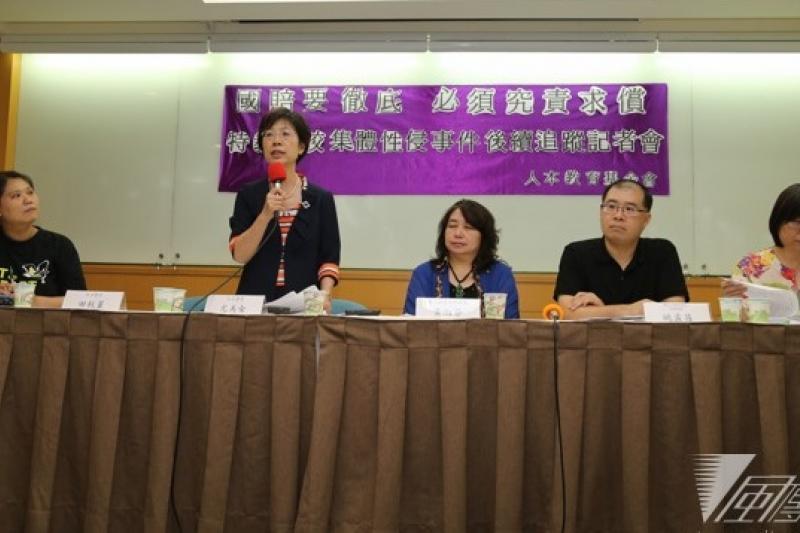 人本基金會於18日召開記者會,批評2011年特教學校性侵案係公務人員的疏失,不該由全民買單,要求向特教學校提出代位求償。(吳逸驊攝)