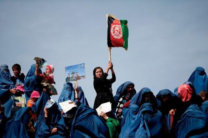 阿富汗在槍口下還是如期進行民主選舉,証明阿富汗人民渴望民主的信念。(Amanallah Nasrat提供)