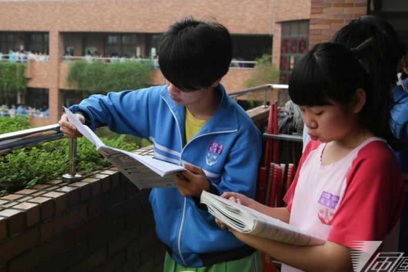 十二年國教第一屆國中會考,為了作文成績比序整倒無數考生,馬政府自己也被罵整得滿頭包。(余志偉攝)