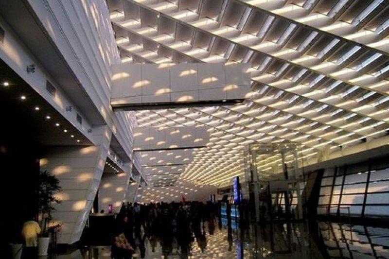 桃園國際機場上半年旅客量成長率居亞洲之冠。(圖為第一航廈新入境大廳,取自wikimedia commons)