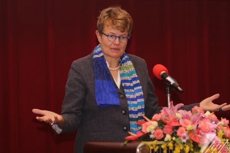 德國聯邦憲法法院法官蘇珊娜.貝爾表示,刑求、死刑也是不能妥協的底線。(林韶安攝)