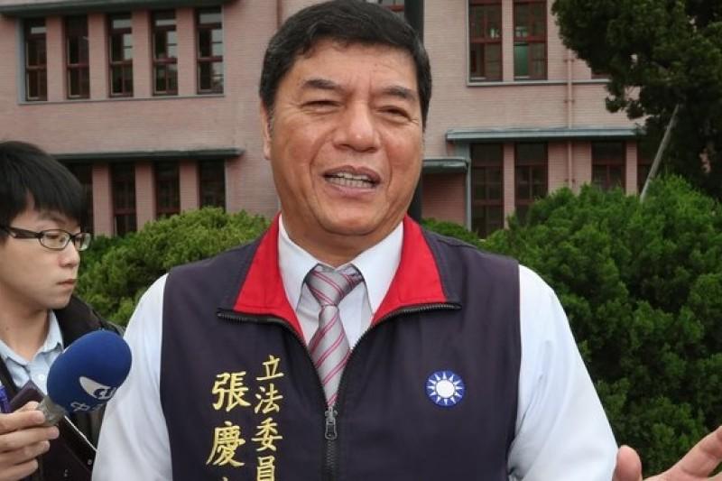 因為服貿協議審查意外暴紅的國民黨立委張慶忠,2日上午向記者表達他這幾天的心情。(余志偉攝)