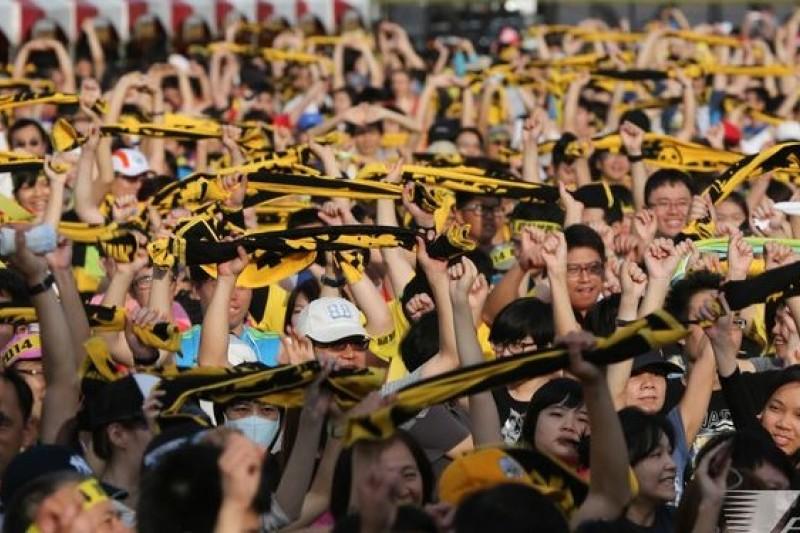 近來各項民調都顯示,台灣反核民意高漲,圖為反核人士在26日早上舉行反核路跑。(余志偉攝)