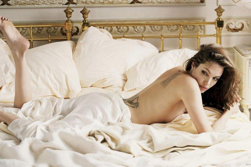 美國女星安潔莉娜裘莉切除乳房後,宣布也切除了卵巢和輸卵管。(取自網路)