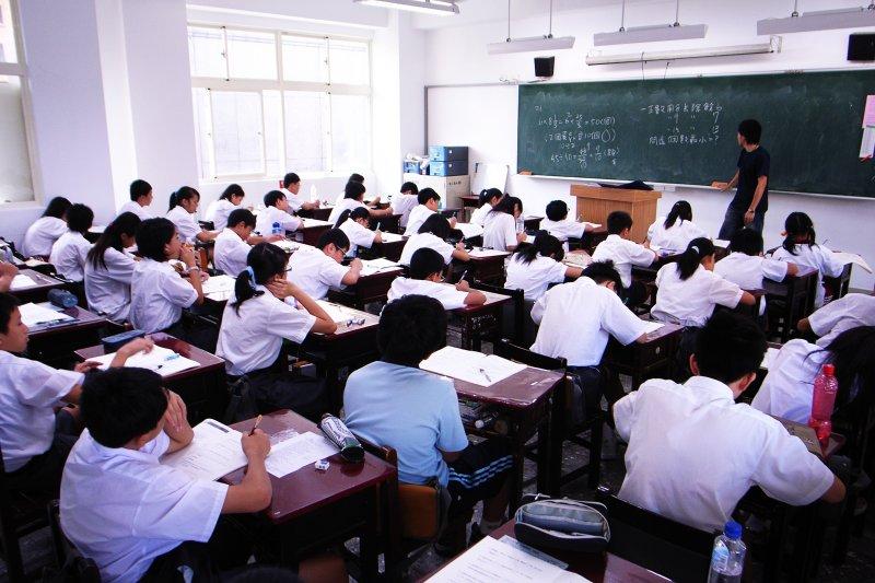 中國大陸提出措施,希望吸納台灣高教人才,陸委會12日說明,台灣教師若參與中國相關研究計畫,不能涉及擔任中國大陸黨政軍職務。圖為示意圖。(資料照,Wikipedia)