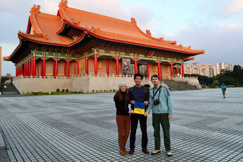 在台北接待烏克蘭夫妻(圖/作者)