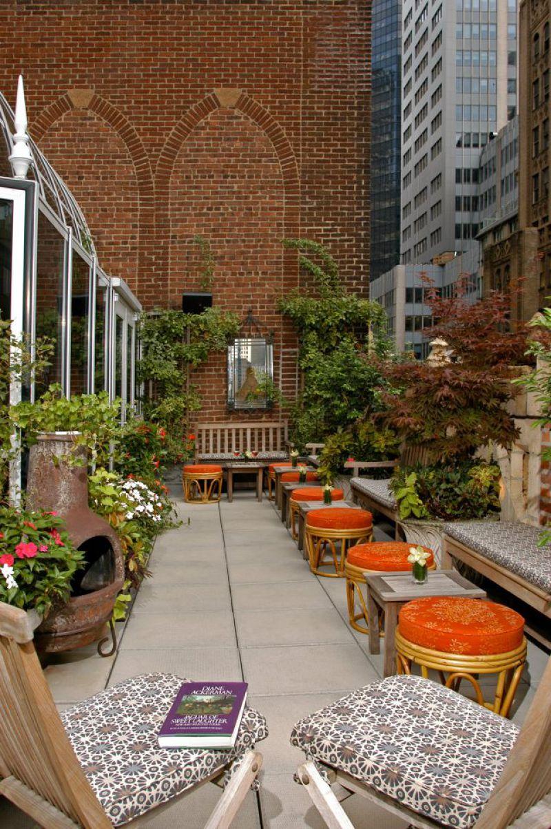 飯店的頂層的詩歌花園露臺Poetry Garden Terrace。
