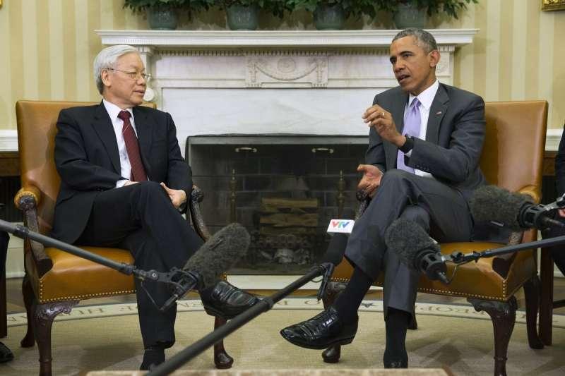 越南共產黨總書記阮富仲(左)訪問美國,與歐巴馬總統在白宮會面。(美聯社)