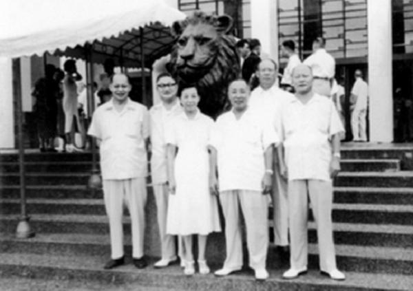 「五龍一鳳」稱號的臺灣省議員(由左至右):李萬居、郭雨新、許世賢、郭國基、吳三連、李源棧。(來源:張進通許世賢文教基金會)
