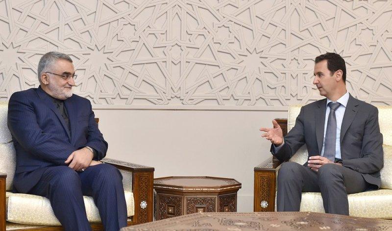 敘利亞總統(右)與 伊朗國會外交及國家安全委員會主席(左)會面(美聯社)