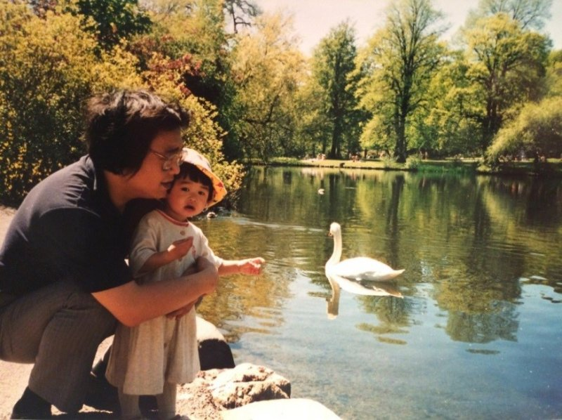 一張感人的照片──阿海與女兒在哥登堡(Göteborgs)。(貝嶺提供)