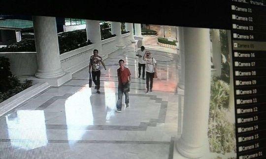 阿海失蹤後,11月3日,進入他公寓並想帶走他電腦的四名男子。(貝嶺提供)