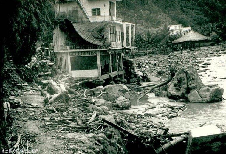 1973年娜拉颱風造成台東知本溫泉遭沖毀。(取自農委會水保局)