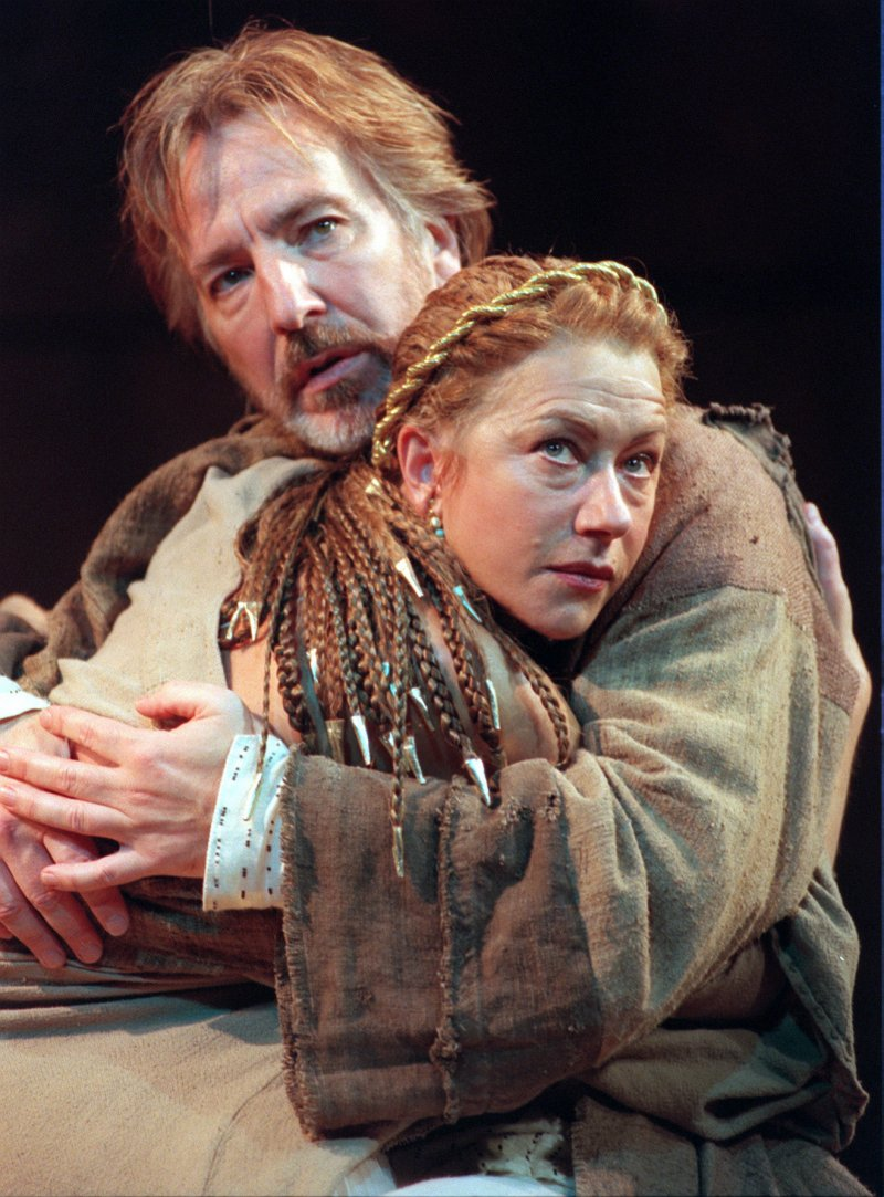 英國偉大演員艾倫瑞克曼(Alan Rickman)1998年與海倫米蘭(Helen Mirren)演出莎士比亞的《安東尼與克麗奧佩托拉》(美聯社)