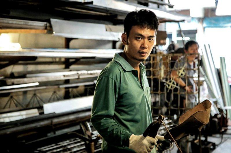 楊大正在劇中飾演鐵工小白。(圖/公視提供)