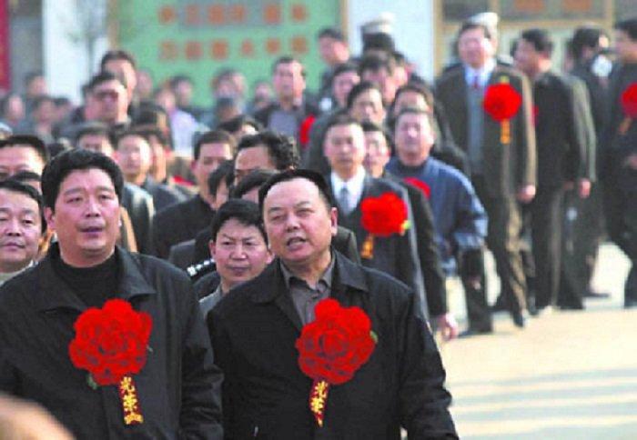 2004年2月河南省宣佈派出省級駐村工作隊進駐38個愛滋病重災村。(南方周末/作者提供)