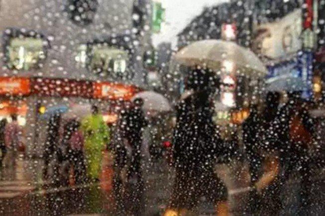 在台灣,有一種冬天,叫到台北來看雨。(取自微信號直通台灣)