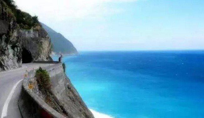 """在台灣,有一條最美的""""天險之路"""",叫蘇花公路。(取自微信號直通台灣)"""