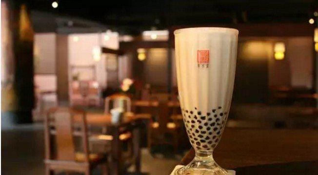在台灣,有一種茶,叫珍珠奶茶。(取自微信號直通台灣)