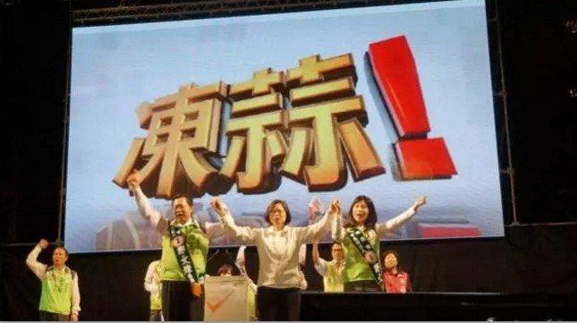 在台灣,有一種加油,叫凍蒜。(取自微信號直通台灣)