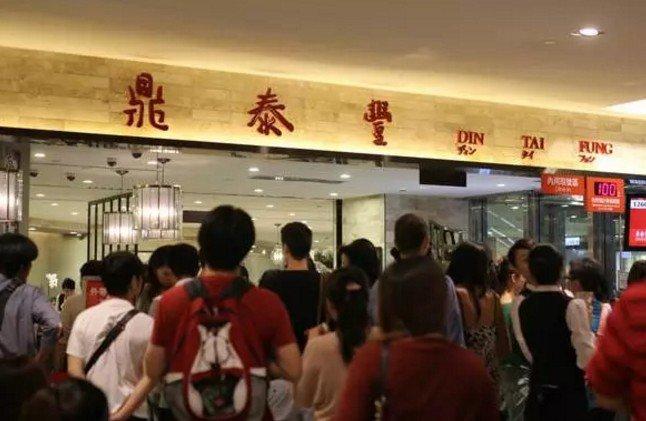 在台灣,有一種執著,叫排隊等位。(取自微信號直通台灣)