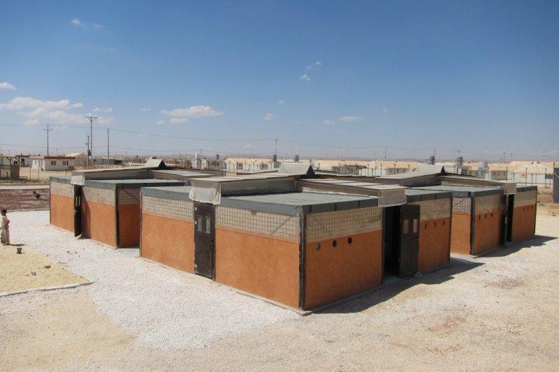 RE:BUILD在約旦Zaatari難民營用當地材料造屋。(取自2016台北世界設計之都網站)