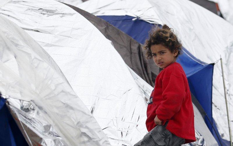 在馬其頓臨時安頓的敘利亞難民兒童。(美聯社)