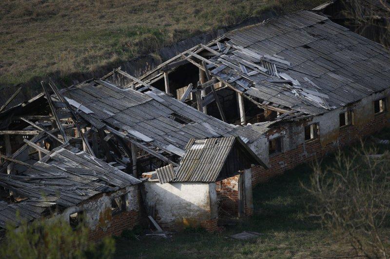 車諾比禁區中遭爆炸波及的房舍。(美聯社)