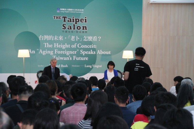 龍應台主持 台灣未來 老卜怎麼看  卜睿哲演講 現場年輕聽眾提問。(王德為攝)