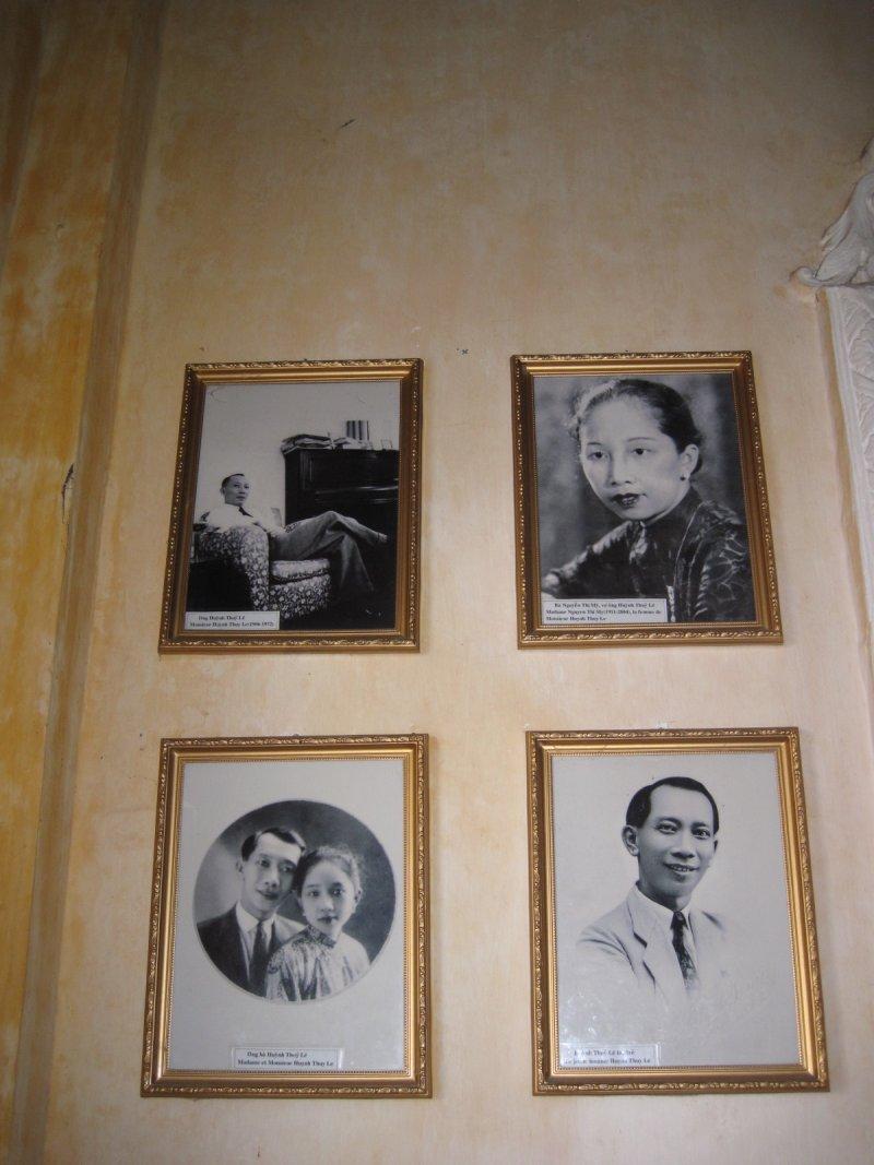 「情人」和他的中國妻子、兒女,以及故居。(印刻提供)