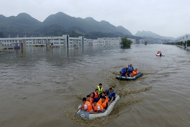 中國南方連日暴雨,導致洪水成災,造成數千萬人受傷、數百萬人被迫離開家園。(美聯社)