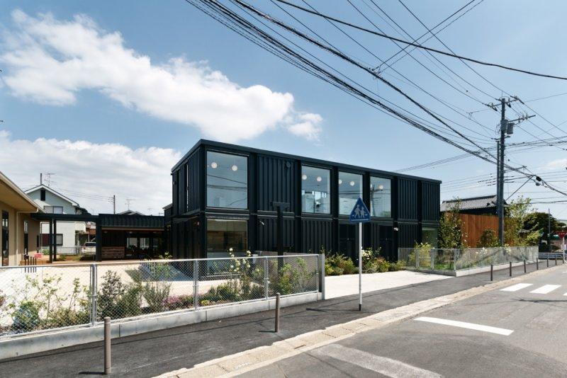 簡潔俐落的外型與含蓄的日本房舍完美融合。