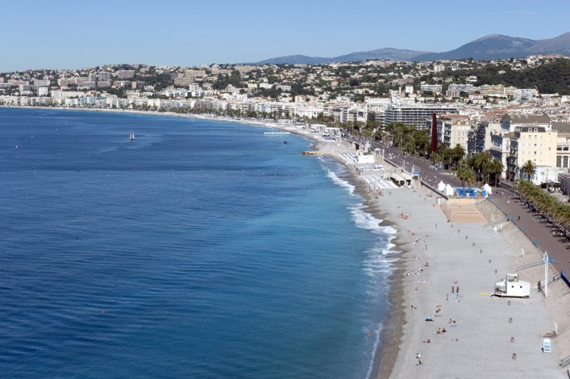 法國尼斯卡車恐怖攻擊死傷慘重,蔚藍海岸變色(美聯社)