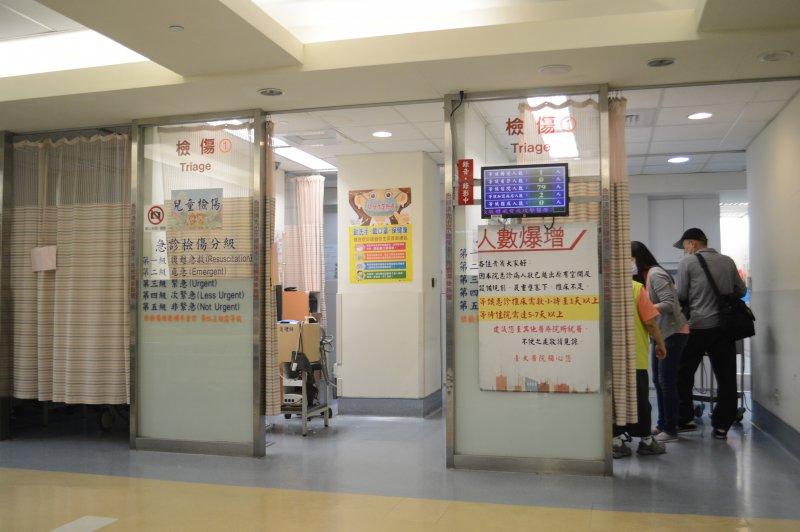 醫院、醫生、醫師、護理、護士、掛號、健保、看病、病人。(翁俊翹攝)