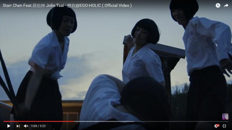 蔡依林新歌MV影射中心女高校園霸凌,引發爭議。(取自YouTube)