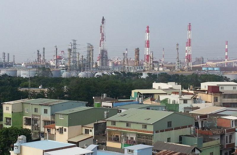 如今大林蒲已是一個被800根煙囪包圍的城鎮。(朱淑娟提供)