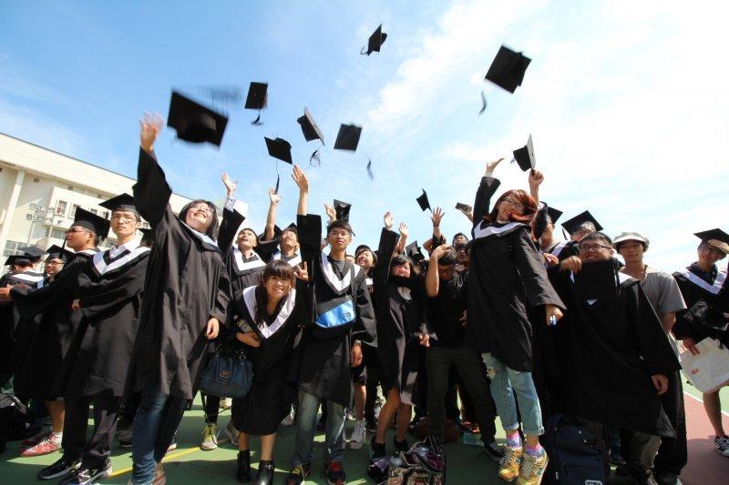 大學畢業(取自國立聯合大學網站)