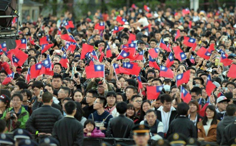 總統府元旦升旗典禮與音樂會,蔡英文總統領銜唱國歌(台北市攝影記者聯誼會提供)