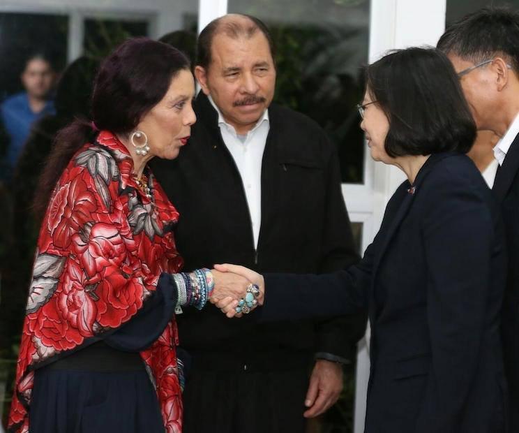 20170110-SMG0045-001-尼加拉瓜奧特嘉夫婦與蔡英文。(尼加拉瓜官方照片)
