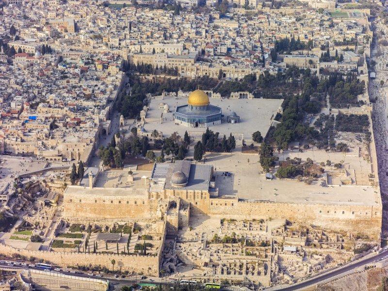 夏隆硬闖聖殿山,引發第二次巴勒斯坦大起義。(圖/維基百科公有領域)