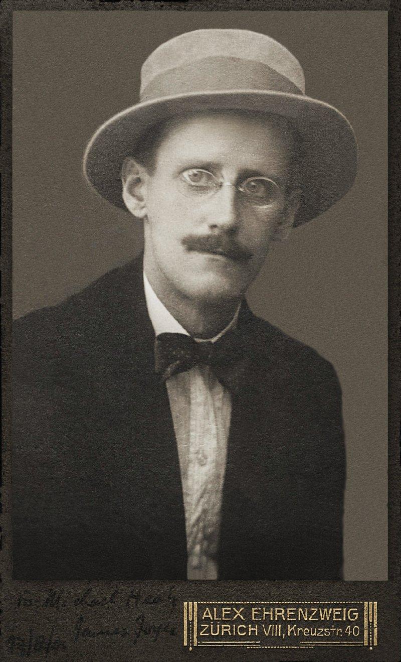 1915年,喬伊斯在蘇黎世(Wikipedia/Public Domain)